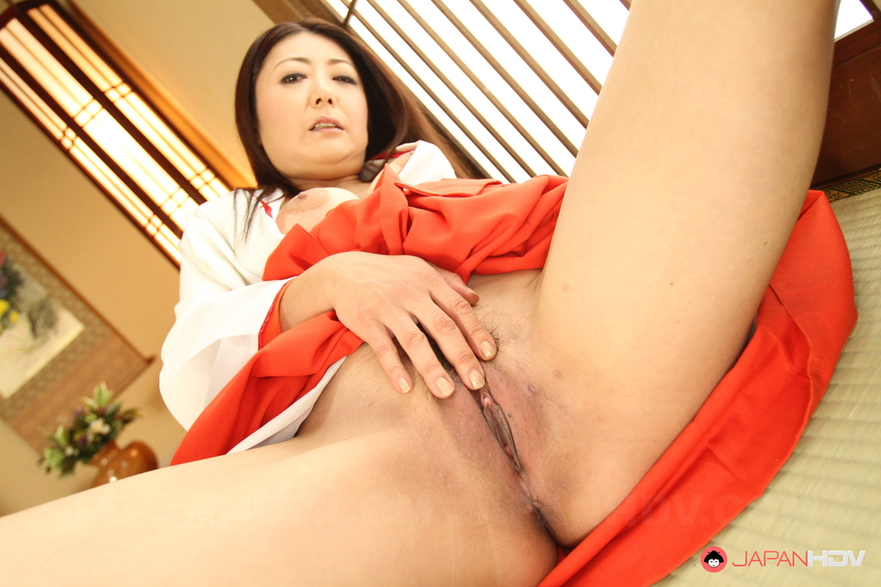 Interactive sexy asian gets full service