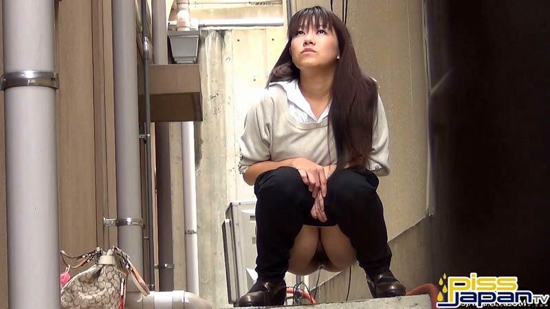 фото писающей японки
